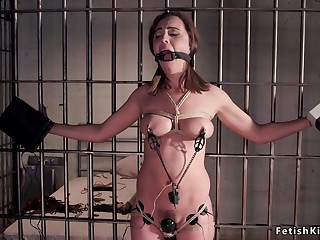 Darkhaired Babe slave whipped in prison cell