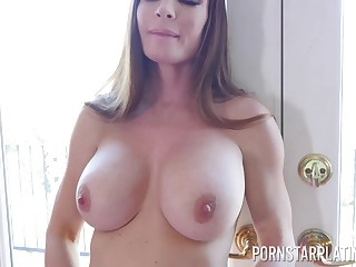 Nancy couple Brooke Beretta and Diamond Confoundedly all round the shower