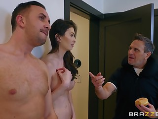 After a blowjob Angelina Diamanti got her pussy fucked wide of scalding dude