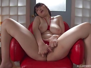 Futaba Hashizuku loves masturbating with the brush new vibrating spinner