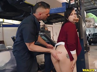 Charles Dera banged sexy MILF Nadia Namby-pamby in the autoshop