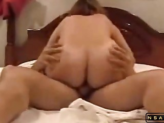Tanned milf gets pounded deep and hard by some cougar dude in bed