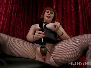 Mature mistress shows proper skills with put emphasize big sex toy