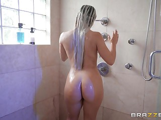 Deep ass distension ends with a facial be useful to Latina Abella Danger