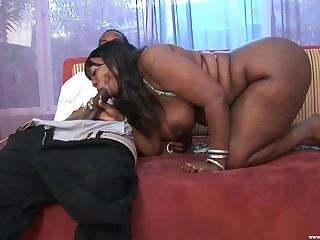 Chubby ass ebony works the BBC in extreme XXX scenes