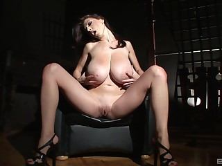 Merilyn Sekova's big juggs on freshen by way of erotic solo