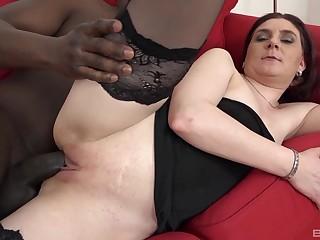 Black suitor shows this fine amateur woman the bets pleasures