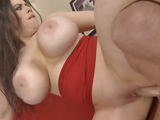 Amateur's Bouncing Tits Are Visually Stunning